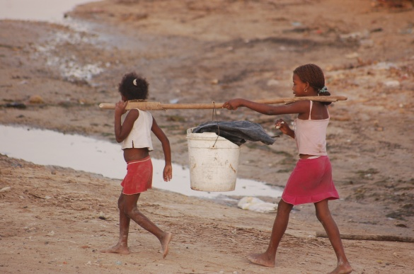 Bocachica girls carrying